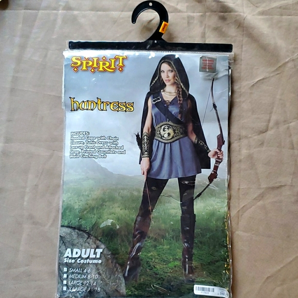 SPIRIT HALLOWEEN  huntress adult sm (4-6) costume